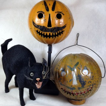 Parade Lanterns and Hissing Cat Candy Container